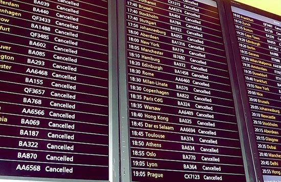 Sentencia estimatoria en reclamación de perjuicios por retraso en transporte aéreo